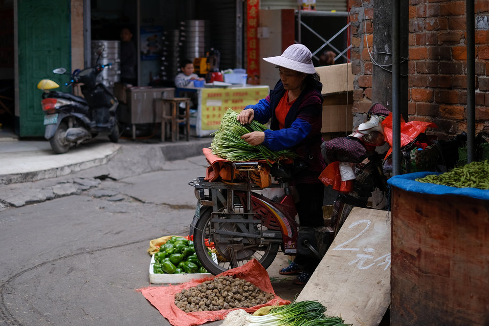 A quiet scene from a street market in Nanning,  China    FUJIFILM X-Pro2, XF 35mm f/1.4