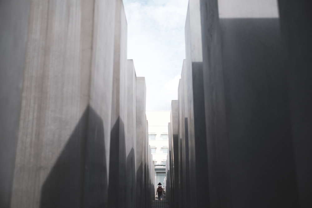 Di almost disappears at the holocaust memorial, 2711 concrete slabs of different heights covering 19,000 square metres, near the Brandenburger Tor. The memorial is on a slight slope and its wave-like form is different wherever you stand.