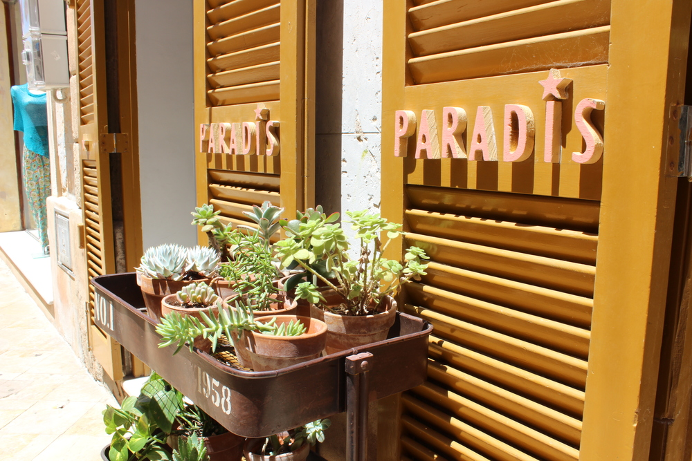 Paradis store front