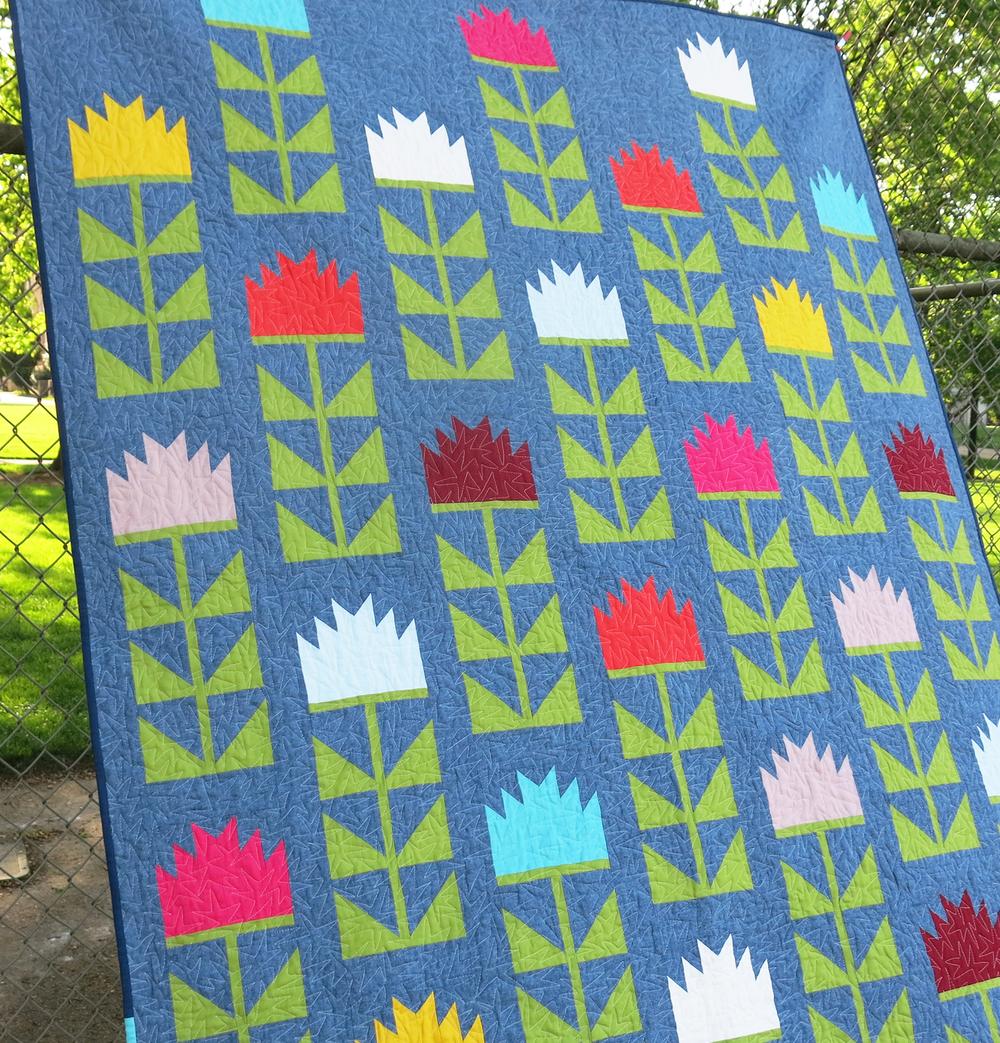 Thistle quilt by Elizabeth Hartman. ohfransson.com