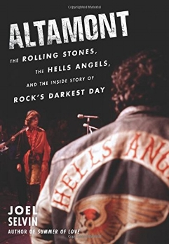 In this breathtaking cultural history filled with exclusive, never-before-revealed details, celebrated rock journalist Joel Selvin tells the definitive story of the Rolling Stones' infamous Altamont concert in San Francisco, the disastrous historic event that marked the end of the idealistic 1960s. In the annals of rock history, the Altamont Speedway Free Festival on December 6, 1969, has long been seen as the distorted twin of Woodstock—the day that shattered the Sixties' promise of peace and love when a concertgoer was killed by a member of the Hells Angels, the notorious biker club acting as security. While most people know of the events from the film Gimme Shelter, the whole story has remained buried in varied accounts, rumor, and myth—until now.