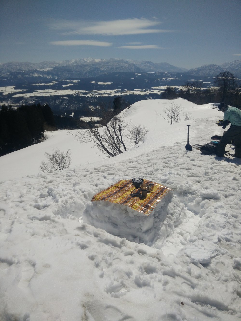 Kick back and relax at the pass on the Matsunoyama Royal Snow Touring. All downhill from here.