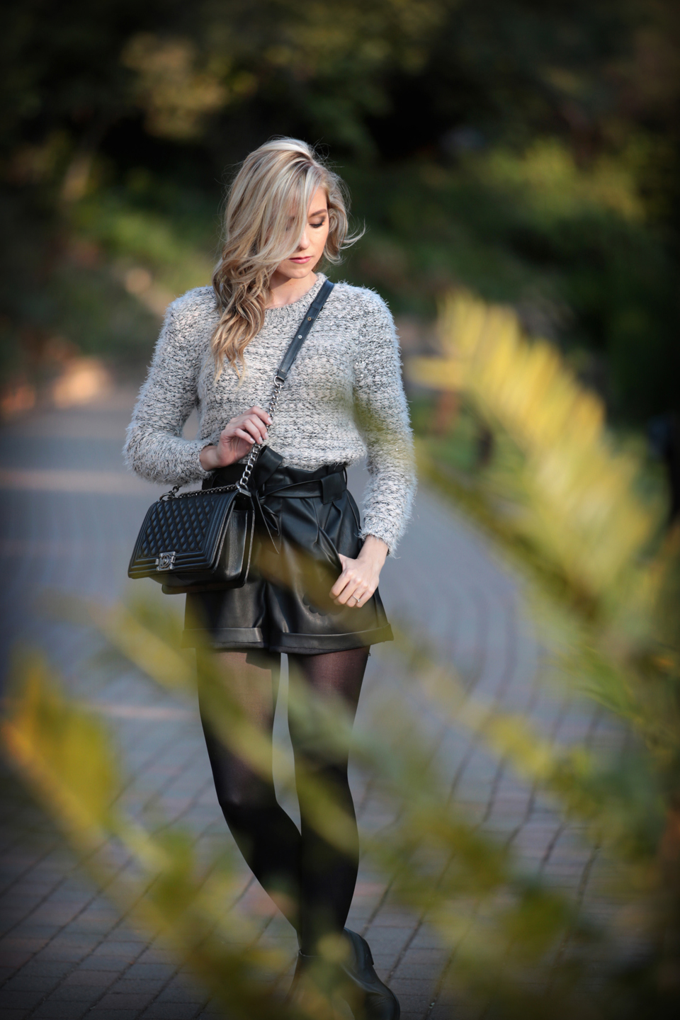 amandacusto-fashionblogger-yde-zara-leather-shorts-chanel-leboy-blonde-blogger-southafrica-001.jpg