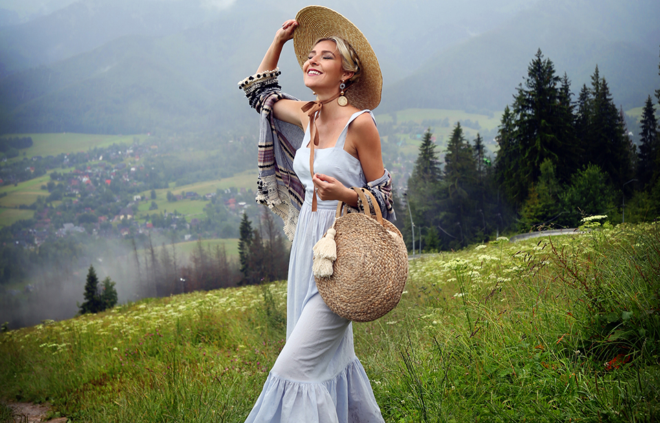 Outfit details: Dress | H&M ; Bag, Hat & Blazer | Zara ; Earrings | Stradivarius
