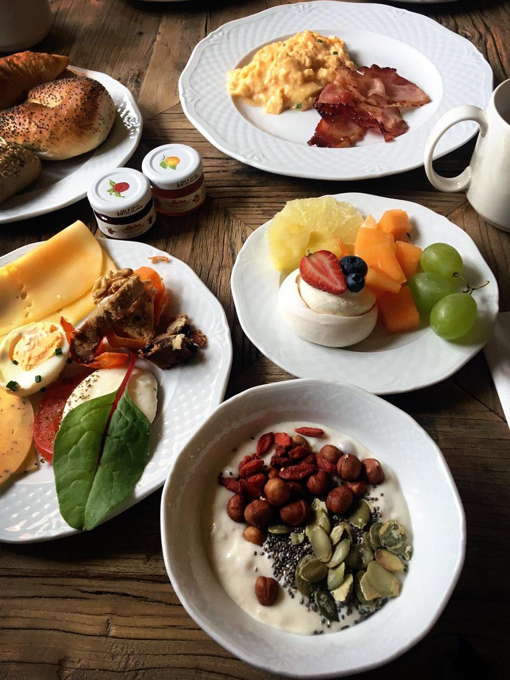 aries_hotel-breakfast.jpg