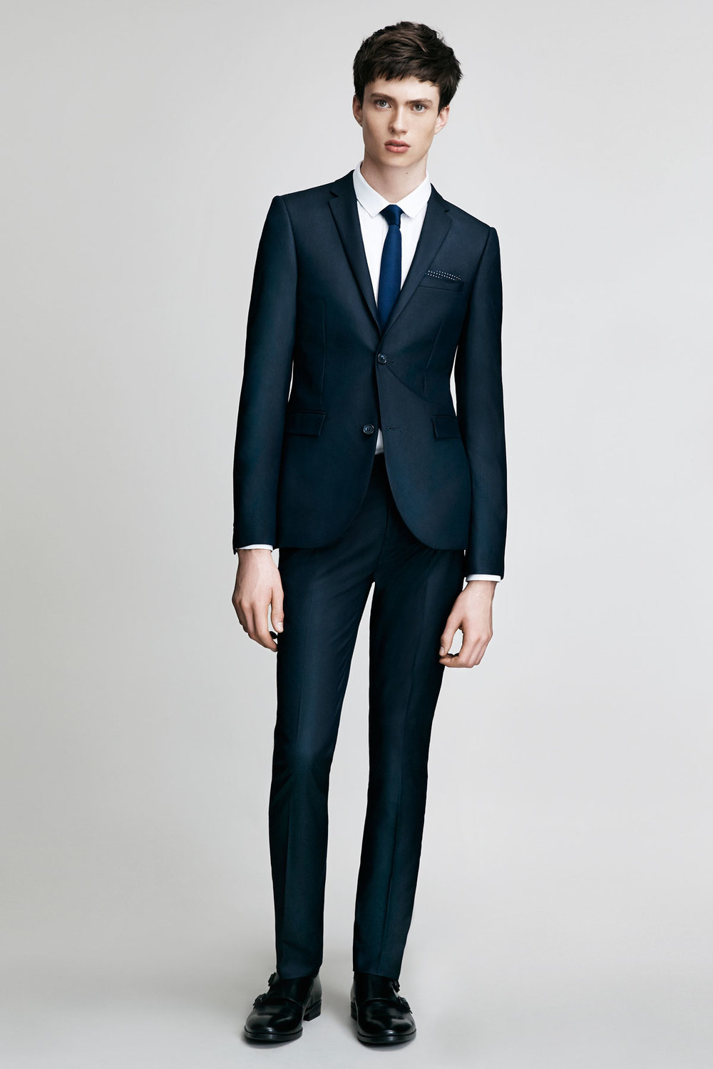 The simple navy suit - Taking items from our essential list we have curated the most versatile and wide spread look for the corporate jungle. A well fitted, bespoke suit starts our list off for a busy day of goal setting.  P.s. the navy suit is the most versatile of the suits, appropriate for the office, weddings, parties, and when traveling.