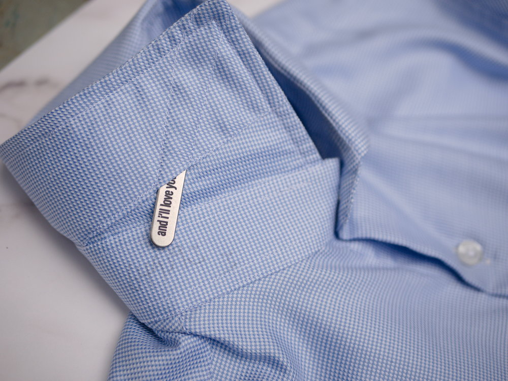 The collar stay can be inserted into the collar to add stiffness