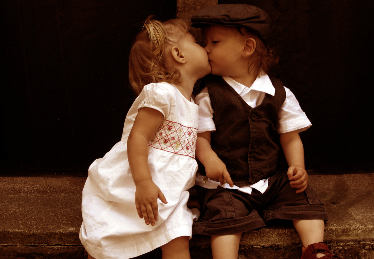 Kissing Cousins. Isn't that hat adorable?