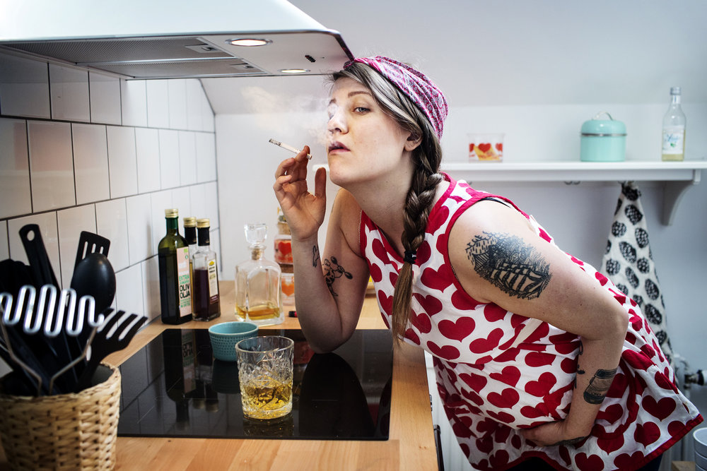 Emma Knyckare, comedian