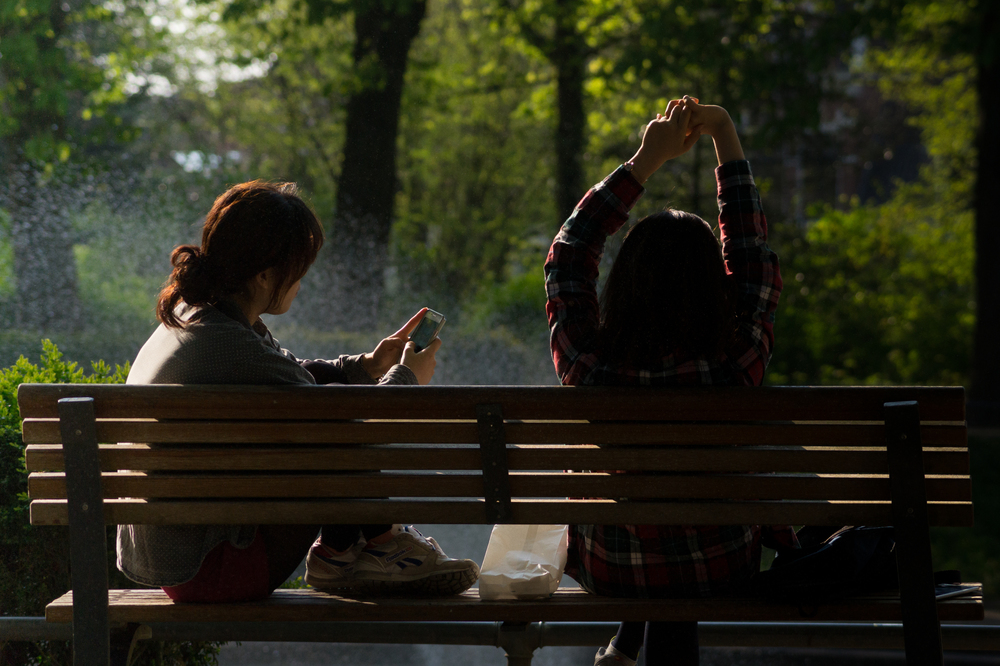 bench-people-smartphone-sun.jpg