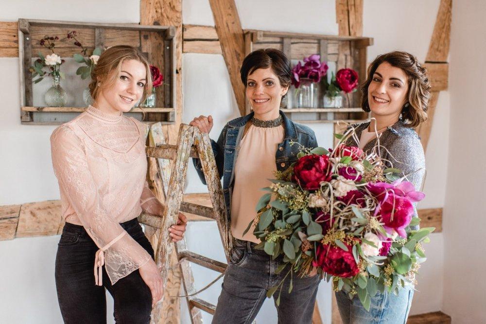 Natascha Neidhart , Meisterfloristin   • Corinne Hunziker , Floristin •  Seraina Quinter , Geschäftsführerin , Floristin & zert. Hochzeitsplanerin VUSH (v.l.n.r.)    Bild: Seraina Erb Fotography