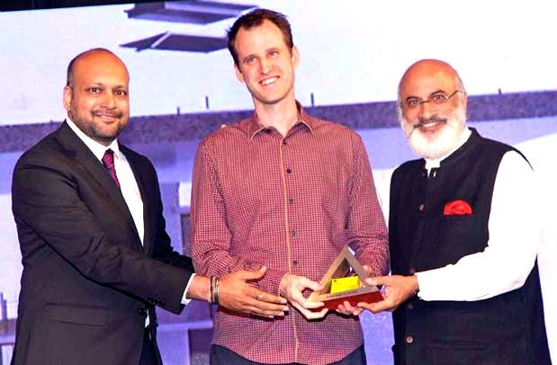 Robert Verrijt wint award voor 'House of the Year 2014' in India.