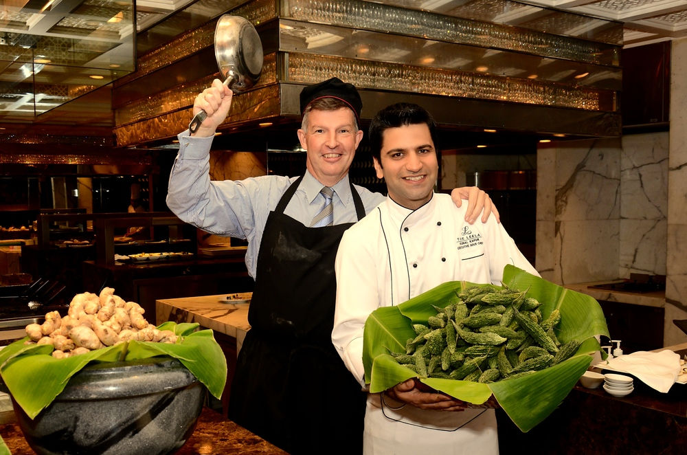 Michel Koopman met een van de Chefs van The Leela in Gurgaon (foto: The Leela)
