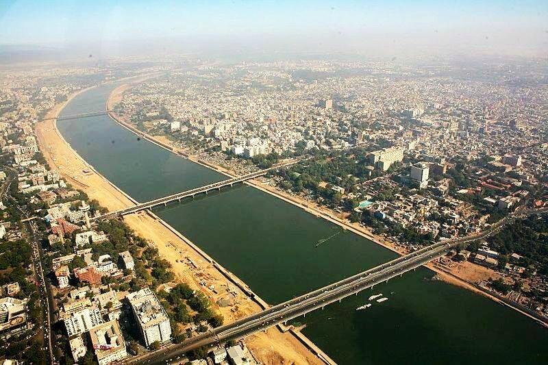 Ahmedabad is het commerciële hart van Gujarat. 25% van de olieproductie komt uit deze deelstaat. Lees verder