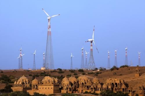 Om de snel groeiende energievraag bij te benen wordt er in India volop geïnvesteerd in conventionele en duurzame energieopwekking. Lees verder