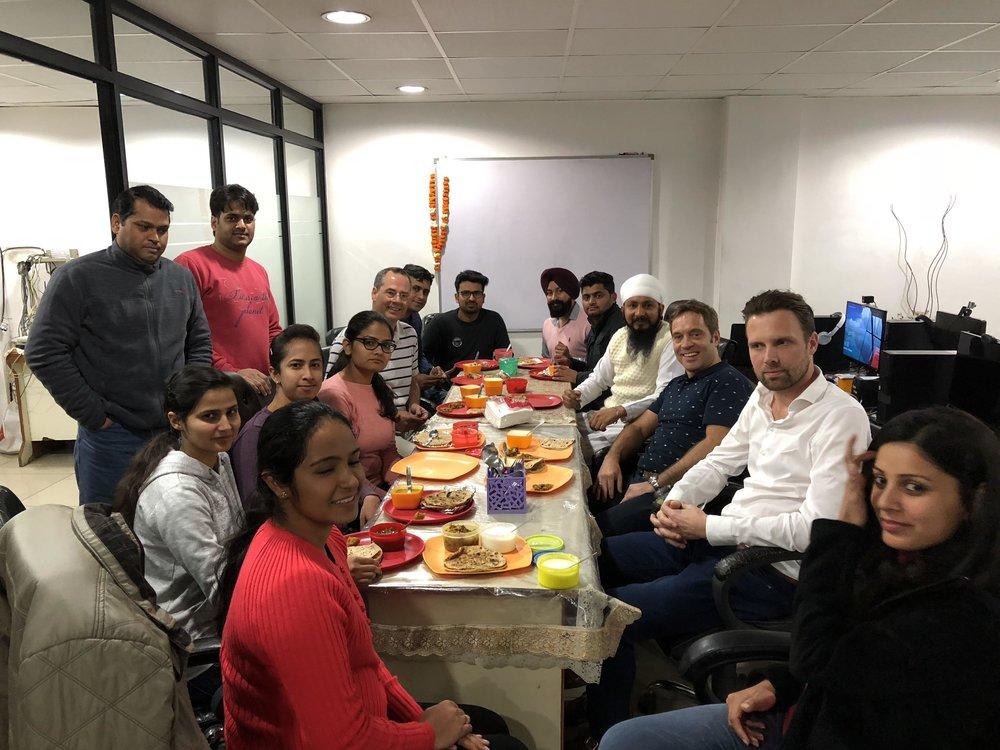 Directeur Jelke Schippers met zijn team in India (foto: Smartshore)