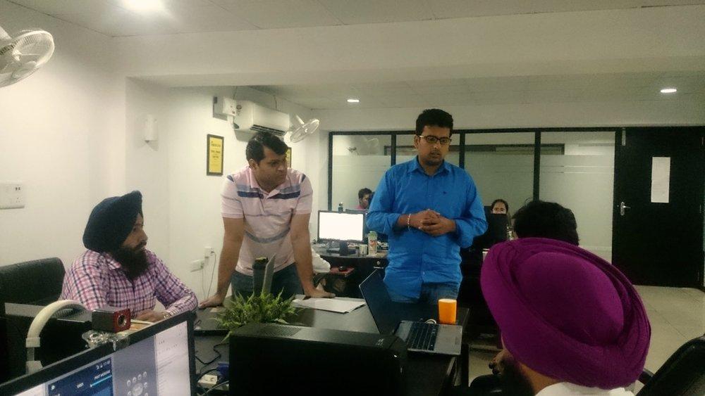 Team van SmartShore op kantoor in India (foto: Smartshore)