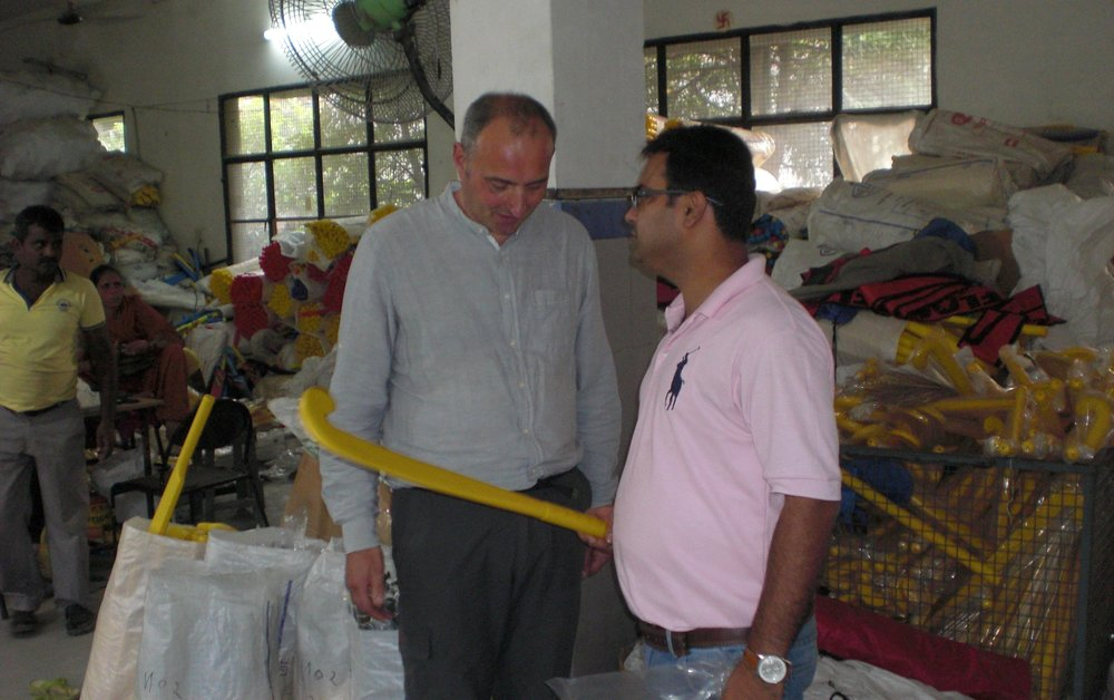 Aart van der Goes bij de producent in India