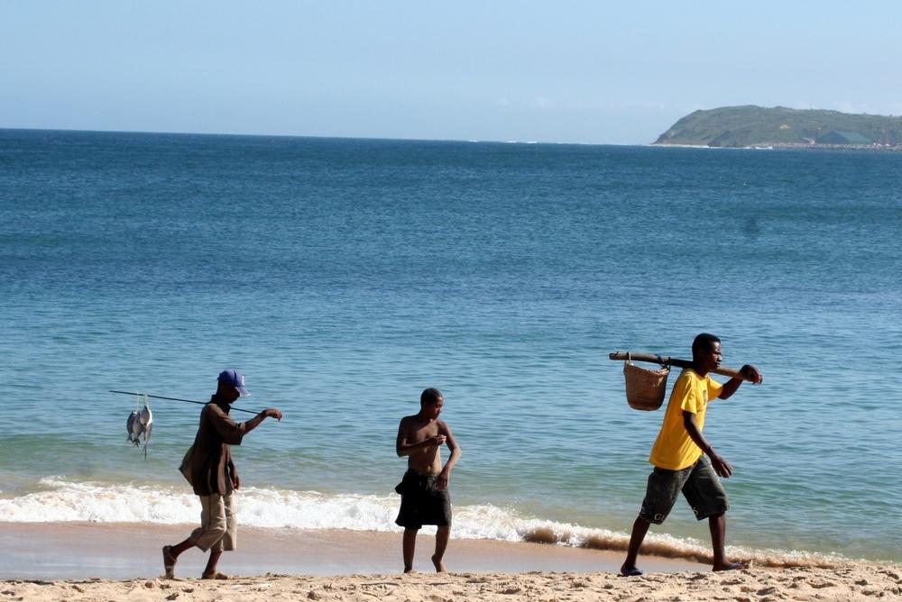 Fiskare på väg hem från morgonens första båttur.