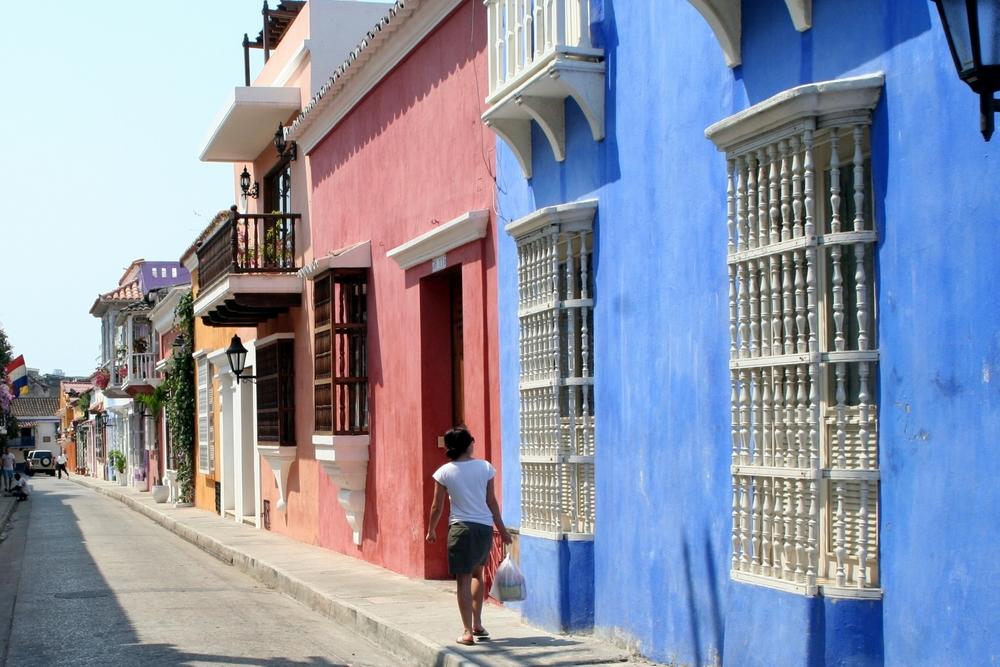 Cartagenas regnbågsfärgade fasader är vykortsvackra - och alldeles äkta.