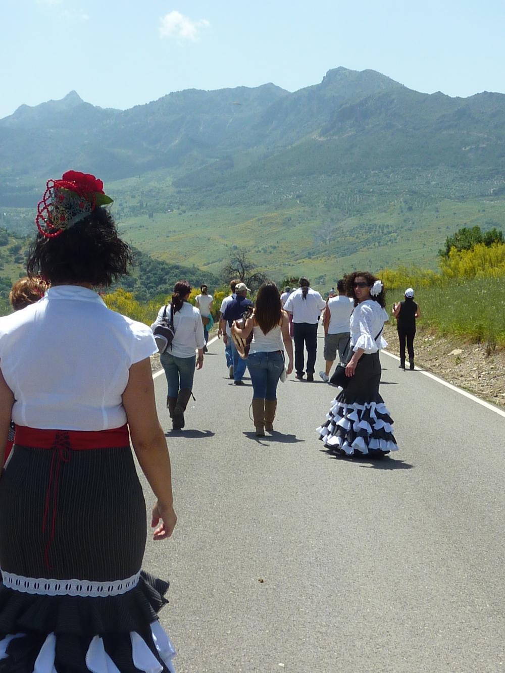 Finklädda i flamenco trots värmen och vandringen