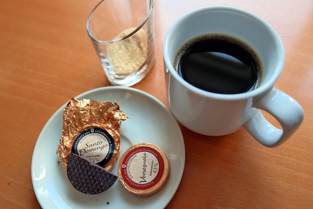 ...annars är ju detta en väl fungerande lösning på det mesta: kaffe och choklad!