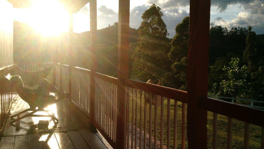 Att resa är träning i att kompromissa. Här på en hacienda i de colombianska bergen.
