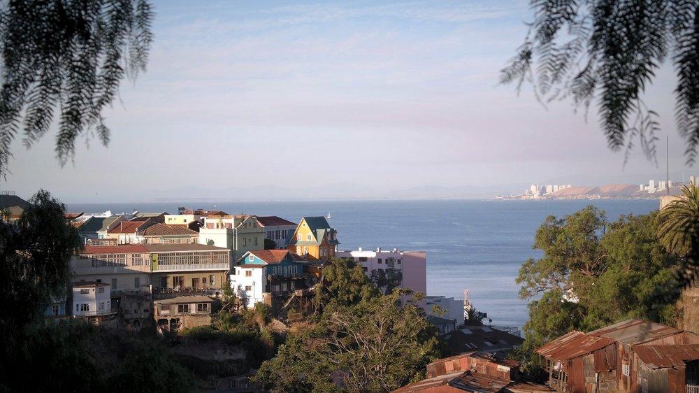 Havsutsikt från en av Valparaísos många kullar.