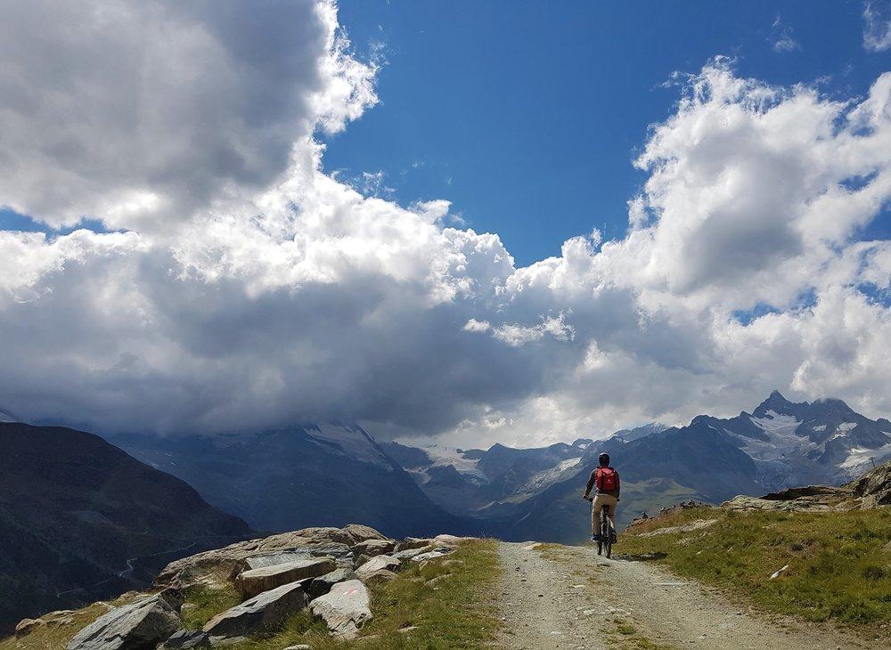På väg nedför berget i Zermatt.