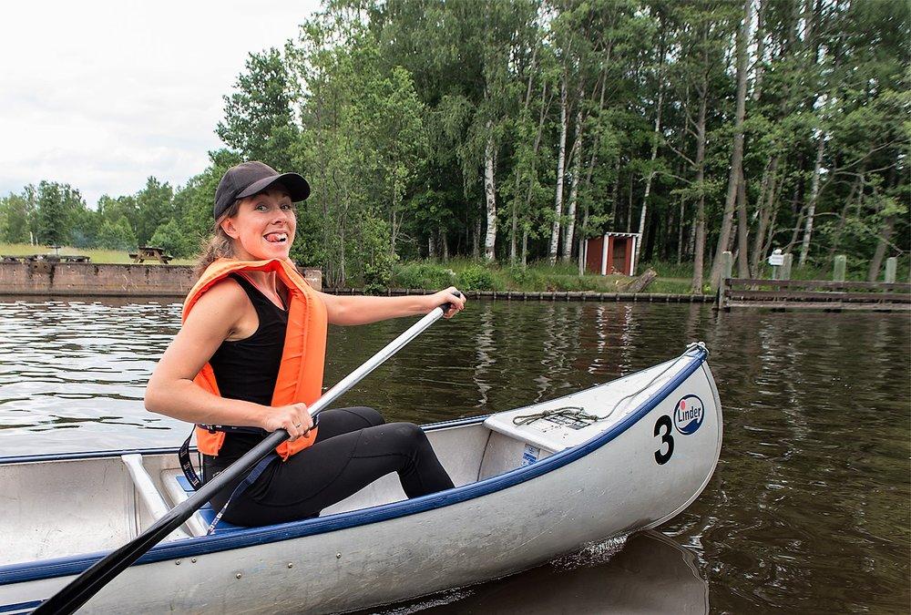Sånt jag bland annat gör när jag inte reser - paddlar i Svartån.