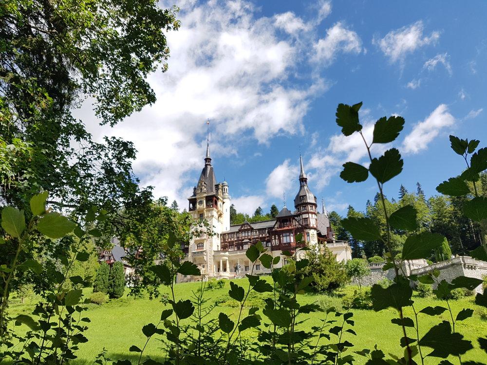 Peles slott i Rumänien förde tankarna till Törnrosas saga.