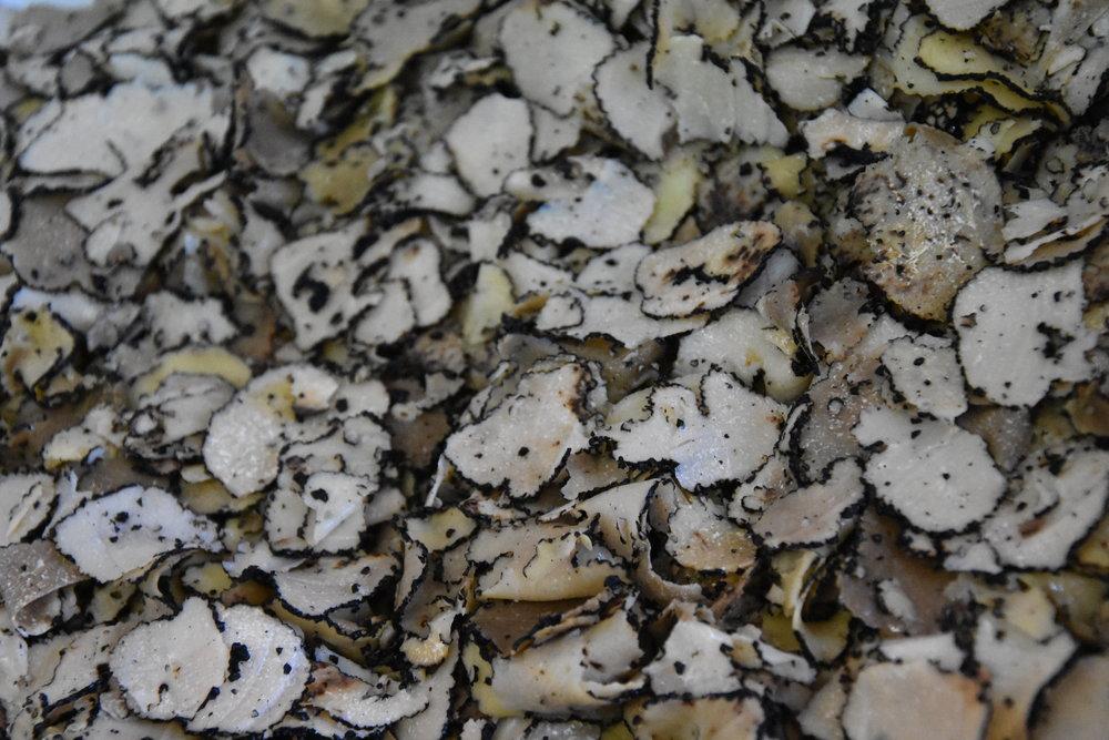 Flingor av tryffel är en av tryffelproducenternas mest populära produkt.