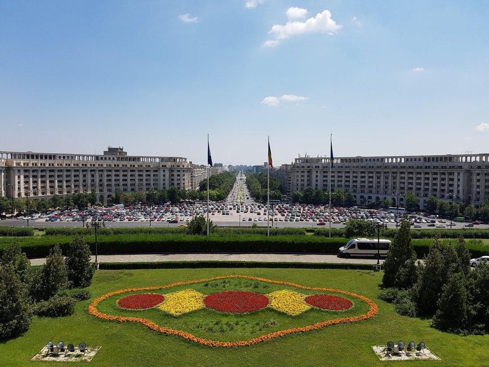 Utsikten över Bukarest från palatsets balkong.
