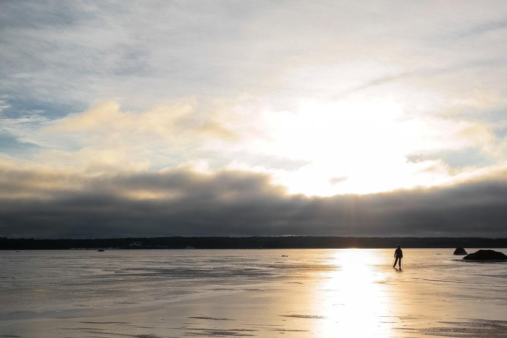 långfärdsskridskor-på-hemfjärden.jpg