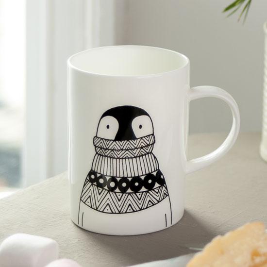 penguin-extra-large-jumper-mug-close-up.jpg