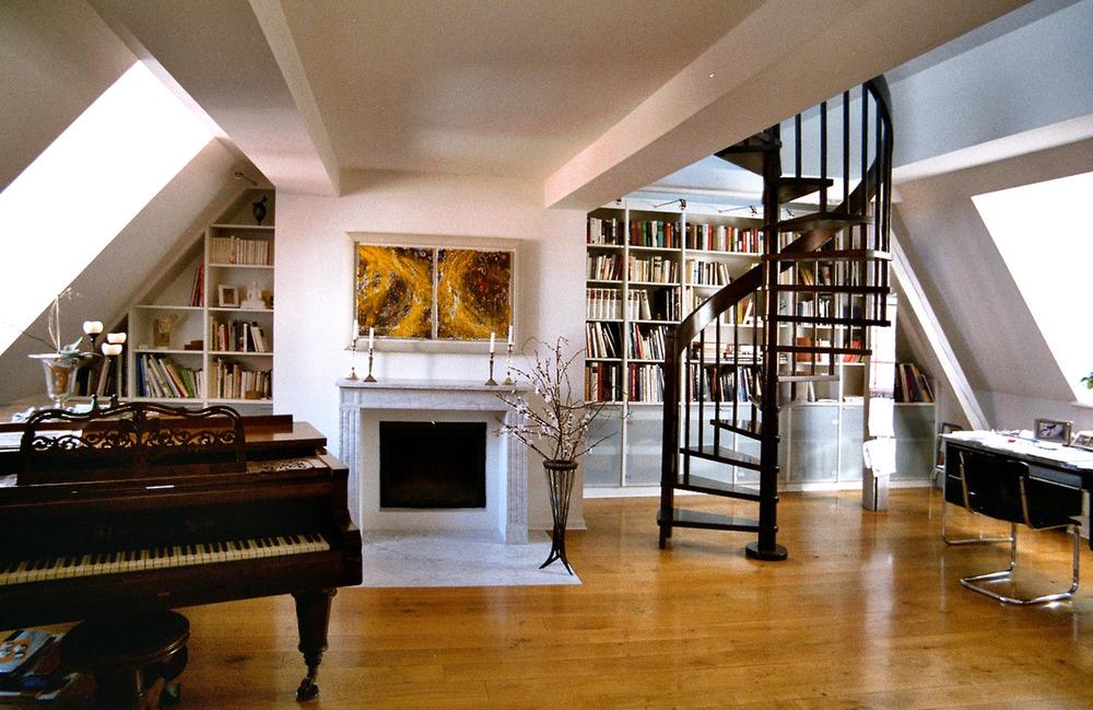 Lampi Bibliothek.jpg