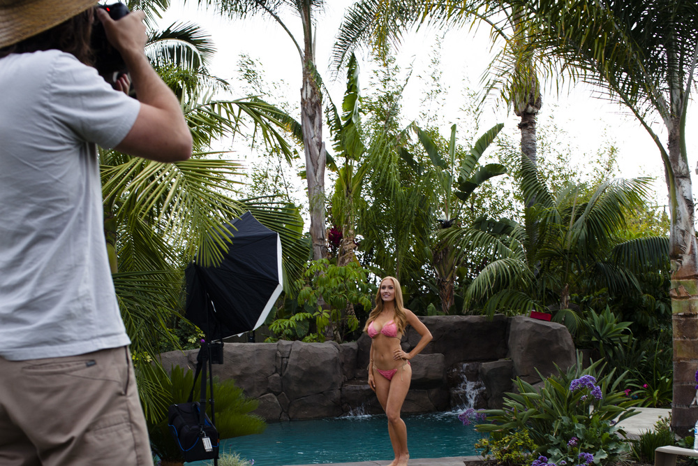 Hooters-Calendar-Behind-The-Scenes-California-07.jpg