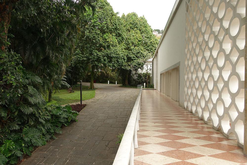 Heute beherbergt die ehemalige Villa das Institut Moreira Salles das Fotografieausstellungen und Filme zeigt..