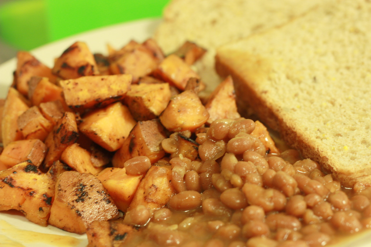 Comfort food for a cold day: sweet potato homestyle fries & baked beans.