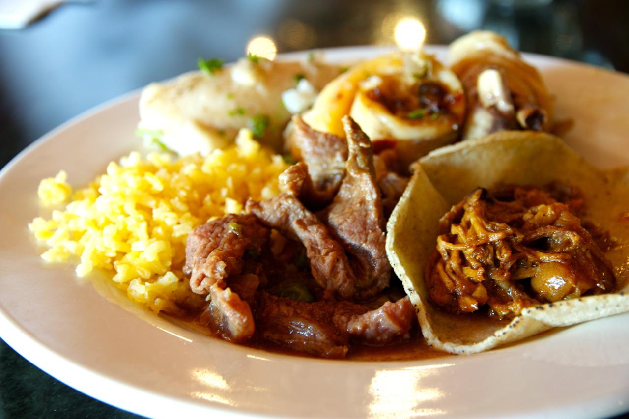 Cochinita pibil tacos and carne asada @ Los Arcos at the Hotel Chichen Itza in Chichen Itza, Mexico