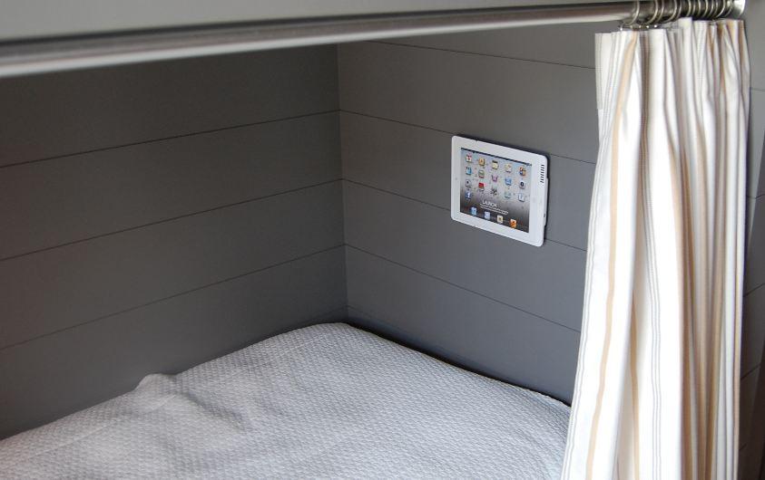 bunk-room-iPod-launch-port.jpg