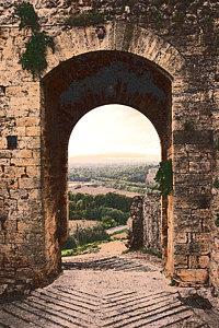 archway-in-monteriggioni-bryan-davies.jpg
