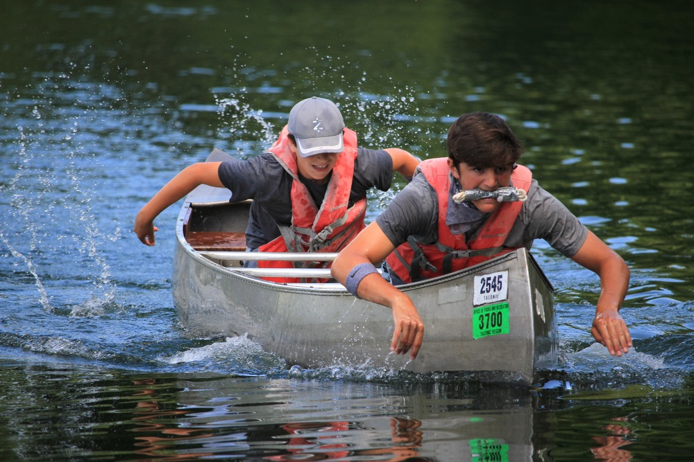 Grey and Green go head-to-head in a canoe relay