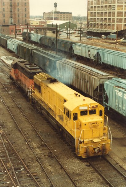 IRRC engine 21 heading west under the 7th St viaduct over land that has all since been redeveloped. Notice the the hodge podge of CN&W andCRI&P cars being used in this yard. Also note the Rumley Building to the far right, currently remodeled into apartments. Photo circa 1983.