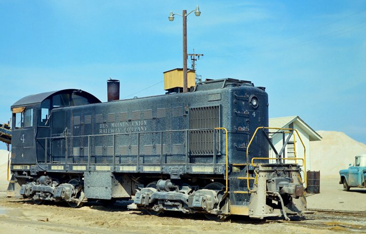 DMUR switching engine 4. Picture was taken in South Carolina, circa 1971.