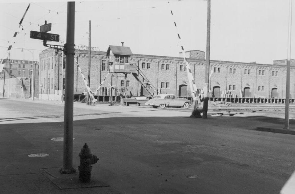 C&NW freight depot at E4th St Locust Streets, built in 1900 with the 3rd and 4th floors added in 1910. This building was demolished in the 1960's and replaced by a Ford auto dealer - an apt sign of the times. Photo circa 1950's.