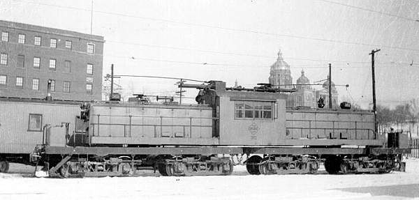 FDDM&S electric engine 362 parked near the E 7th and Court Station with view of the Capitol.This appears to be one of the largest electric freight engine run by the line. Photo circa 1940's.
