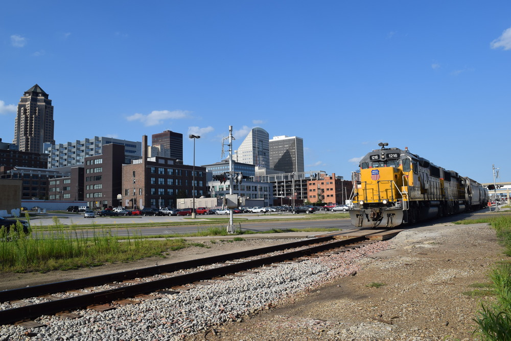 UP Engines 1216 and 1072 headed west on the IAIS mainline through downtown Des Moines. Photo taken 08/28/15.
