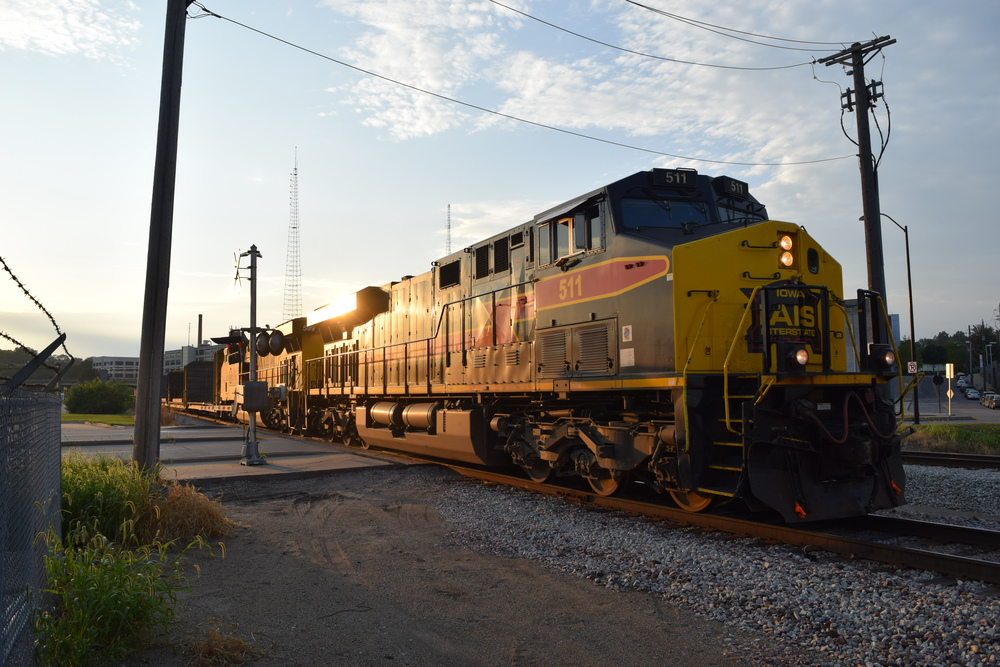 IAIS Engine 511 leading a long cut of cars east to Chicago one summer evening. Photo taken 09/04/15.