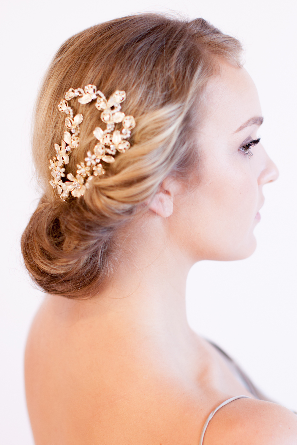 The Pearl & Glitter Headpiece Comb by Justine M Couture